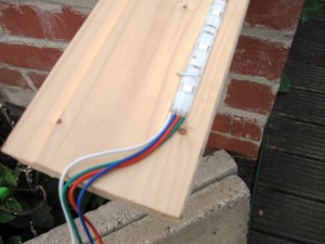 RGB-LED Strip auf Profilholz