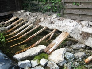 Ufermatte mit Mörtel und Steinen