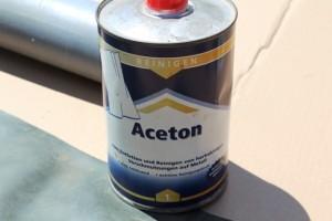 Mit Aceton reinigen
